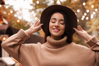 Young woman wearing stylish clothes outdoors. Autumn look