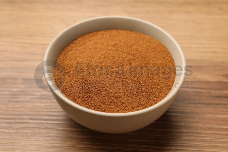 Bowl of chicory powder on wooden table